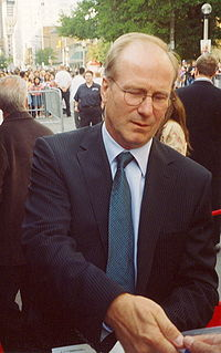 William Hurt firmando autógrafos en el Toronto Film Festival