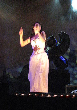 Bevrijdingsfestival 2008 - Within Tempation - Sharon den Adel 02.jpg