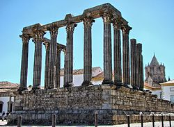 Roman Temple of Évora 2649.jpg